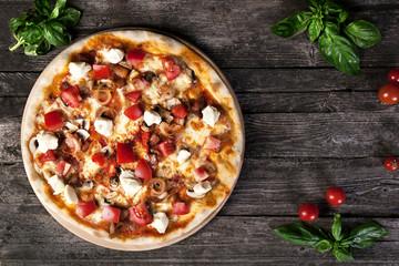 pizza with mozzarella , tomatoes , mushrooms and tomato paste