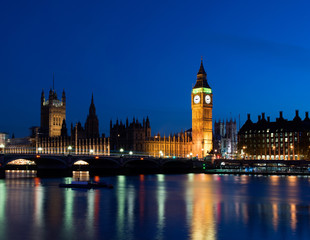 Big Ben & Westminster parliament building in London by night