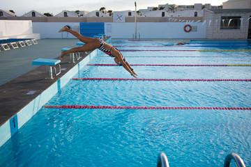 Salto a piscina