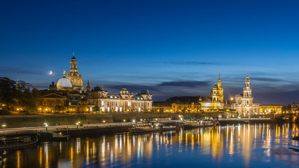 Dresden nachts Skyline Mondaufgang