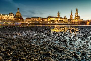 Dresden zum Abend am Elbufer