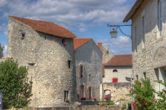 La tour du guet à Charroux en Bourbonnais (03)