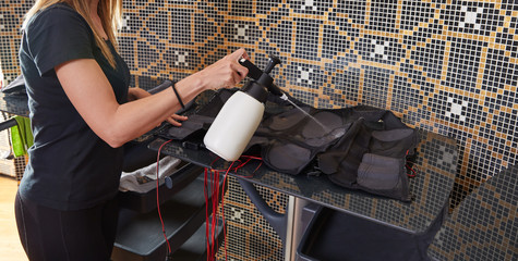 EMS electro stimulation suit wet cleaning