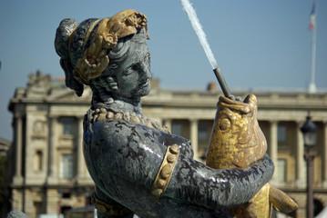 Statue de la fontaine des Mers place de la Concorde à Paris, France