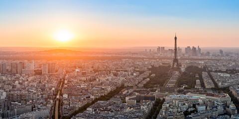 Coucher de soleil sur Paris .