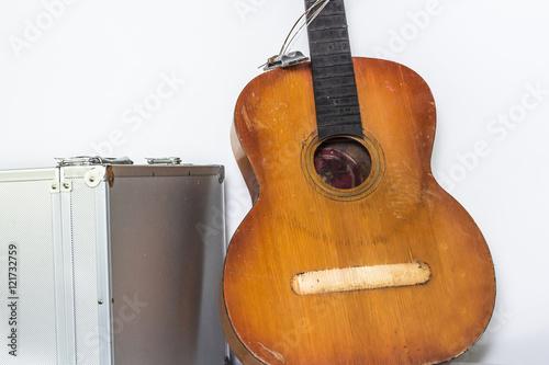 how to fix a broken guitar body