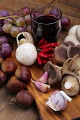 Vini , uva ,  castagne e funghi