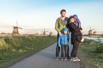 Family at kindersdeijk with windmills