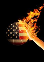 Mão em Chamas arremessando Bola de Basquete pintada com a Bandeira dos Estados Unidos