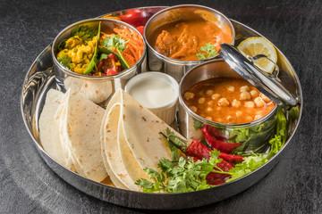 インドカレーの食事  chapati and curry lunch