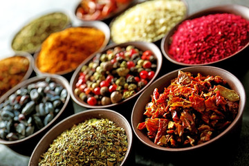 Door stickers Aromatische Different spices in bowls, closeup