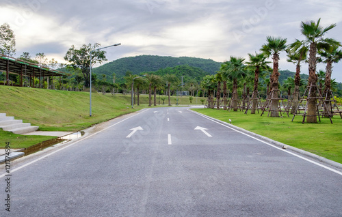 quotconcrete road arrow symbol public parkquot photo libre de