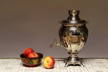 Samovar with apples