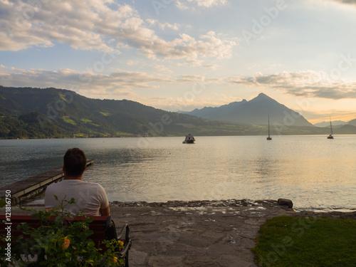 puesta de sol en interlaken suiza, en el camping manor farm i a