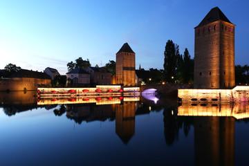 Panorama notturno di Strasburgo, con le sue tipiche costruzioni