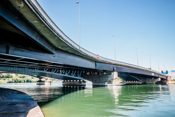 Le pont de La Mulatière au dessus de la Saône dans le quartier de Confluence