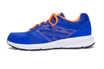 Sportschuh blau orange freigestellt
