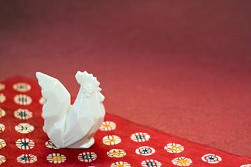 千代紙と陶器の鶏 酉年の年賀イメージ