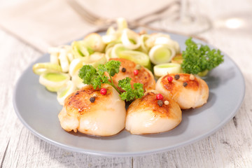 fried scallop and leek
