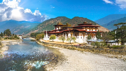 Fototapete - The Punakha Dzong Monastery in Bhutan Asia one of the largest monestary in Asiawith the landscape and mountains background, Punakha,Bhutan