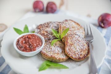 Pancakes mit Pflaumenmus
