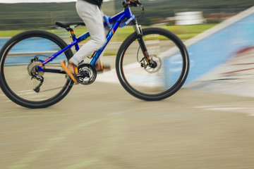 mountainbiker at halfpipe