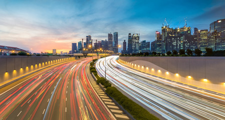 Movement of car light with Singapore cityscape skyline during sunset Fotomurales