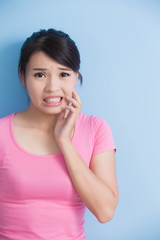 woman have toothache