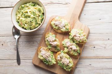 Bread with guacamole and tuna