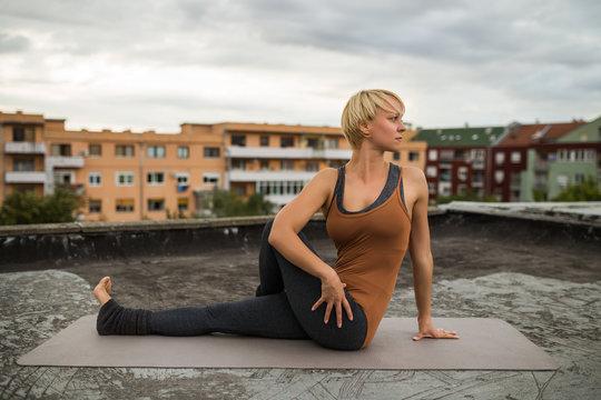 Yoga-Marichyasana
