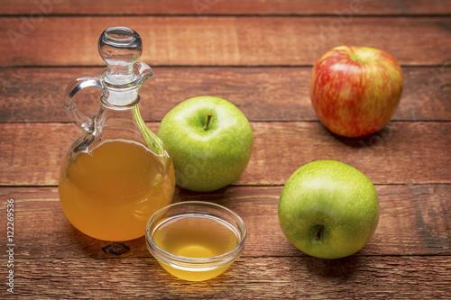 Яблочный уксус: полезные свойства и противопоказания