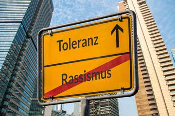 Schild 111 - Rassismus