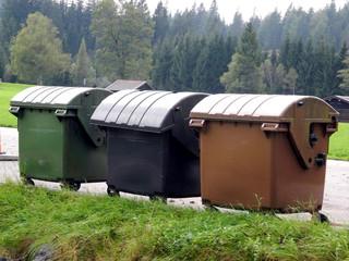 drei verschiedene Müllcontainer