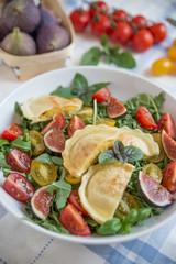 Salat mit gebratenen Maultaschen