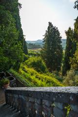 Paisaje húmedo de mañana en Toscana, Italia.