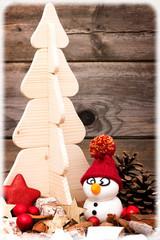 Postkarte mit Schneemann und Weihnachtsbaum