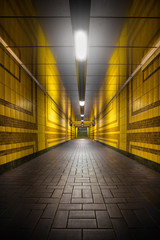 Bahnhof Tunnel