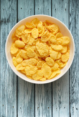 Yellow corn flakes