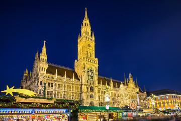 Rathaus und Weihnachtsmarkt in München