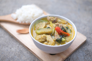 green curry ready for serve with rice