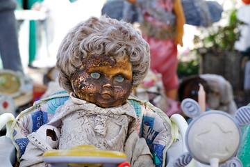 Vieux jouet poupée poupon