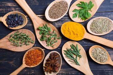 Fotorolgordijn Kruiden assortment of spices and herbs