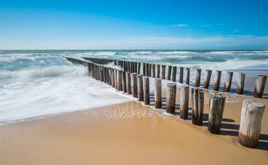 Wellenbrecher am Meer