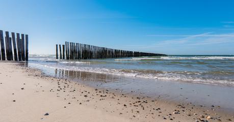 Wall Mural - Wellenbrecher am Strand von Holland