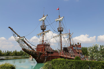 Papiers peints Navire Pirate Ship in Sazova Science, Art and Cultural Park in Eskisehi