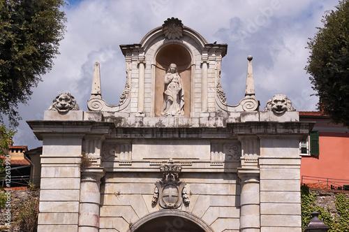 Porta romana sarzana liguria italy immagini e - Porta romana viaggi ...