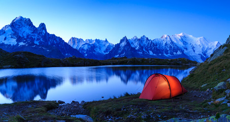 Fotomurales - Red tent at Lac De Chéserys in the mountains near Chamonix, France, during sunrise.