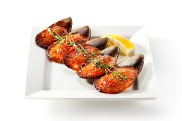 Baked Mussels under Cream Cheese with Caviar