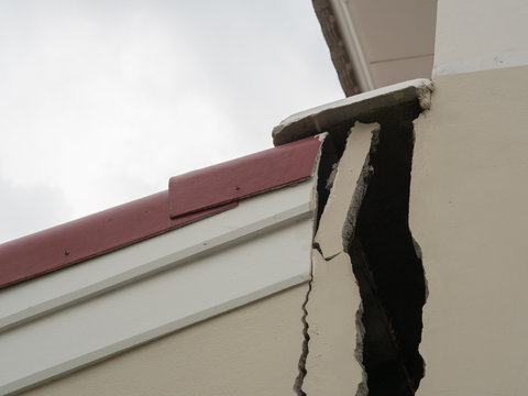 cracks in walls of home, errors construction build in