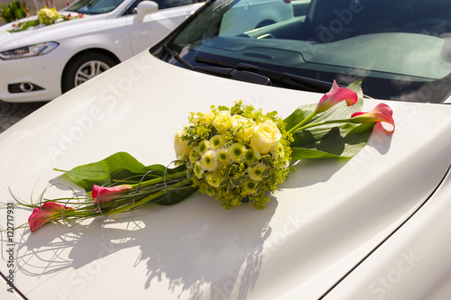 hochzeit wei auto blumenschmuck heiraten stock photo and royalty free images on fotolia